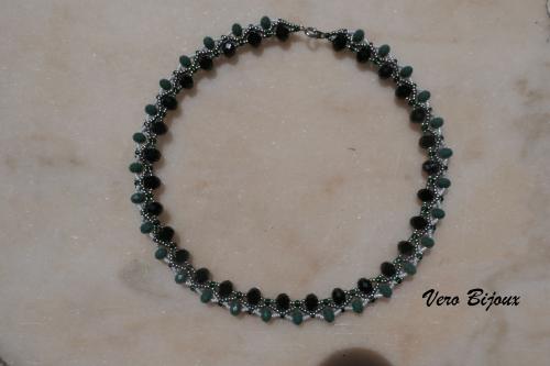 collier ecro vert et noir.jpg