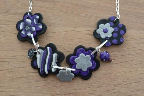 fimo collier fleurs mauve 2.JPG