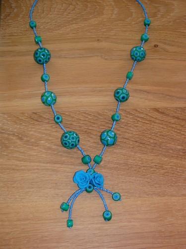 Collier fimo bleu vert 1.JPG