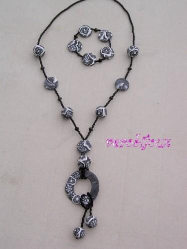 Sautoir noir et blanc fimo et bracelet vue 2.JPG