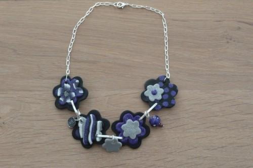 fimo collier fleurs mauve 1.JPG